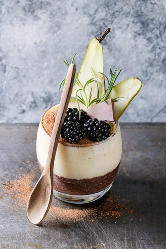 sogeres-verrine-compotee-poire-myrtilles-chantilly-thym