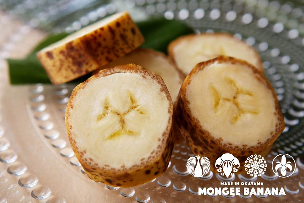 sogeres-mongee-banane-mange-peau
